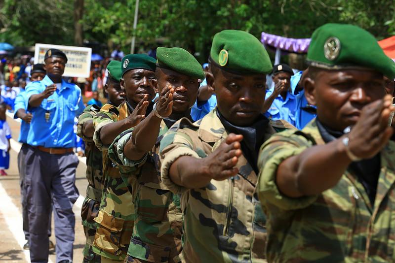 Armées de la République centrafricaine  - Page 3 7217