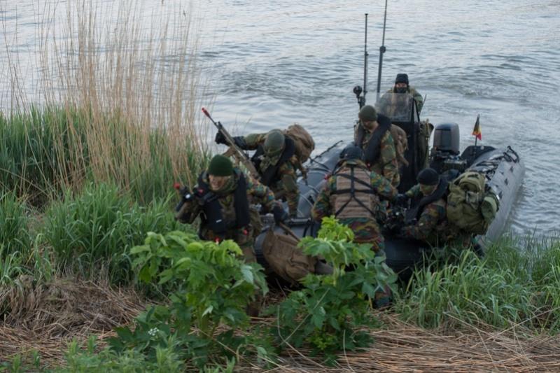 Armée Belge / Defensie van België / Belgian Army  - Page 10 7372