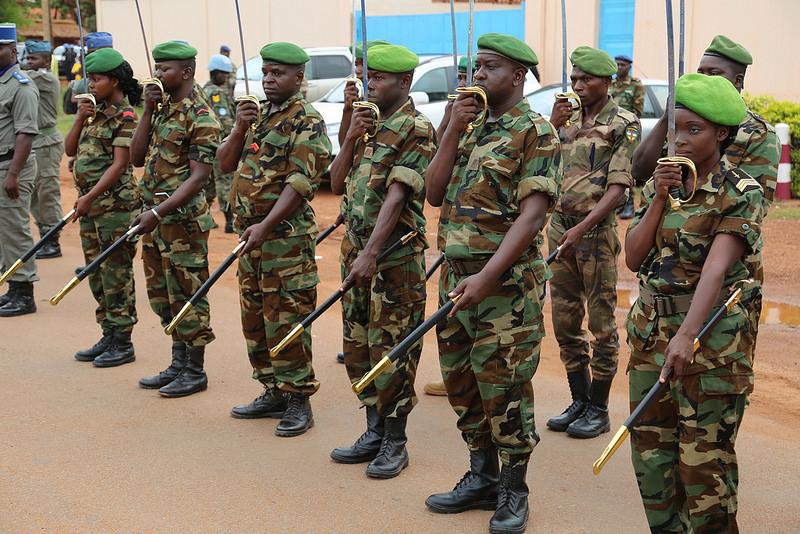 Armées de la République centrafricaine  - Page 3 7415