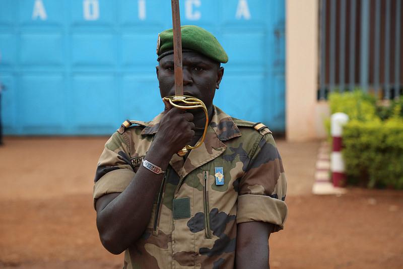 Armées de la République centrafricaine  - Page 3 7514