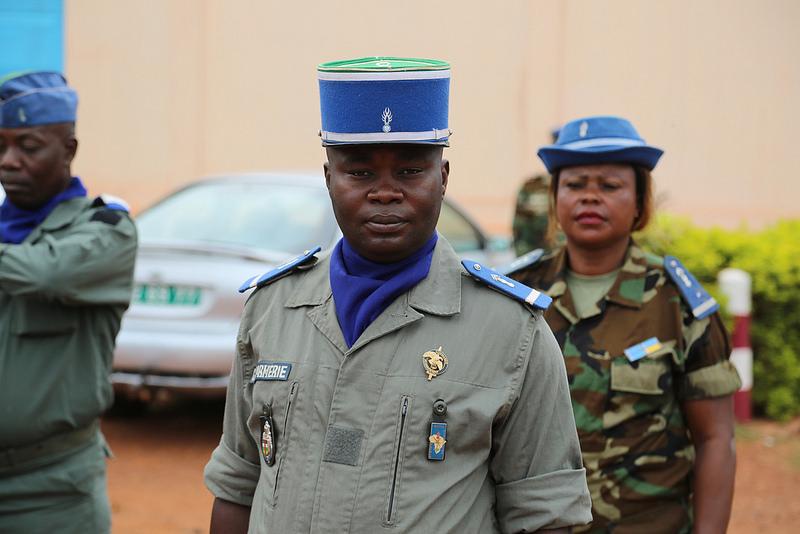 Armées de la République centrafricaine  - Page 3 7612