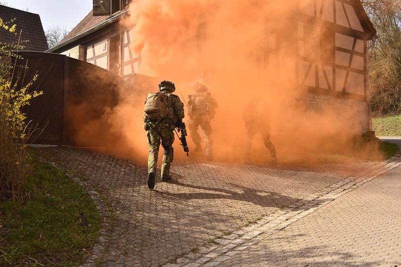 Armée Hollandaise/Armed forces of the Netherlands/Nederlandse krijgsmacht - Page 20 7645