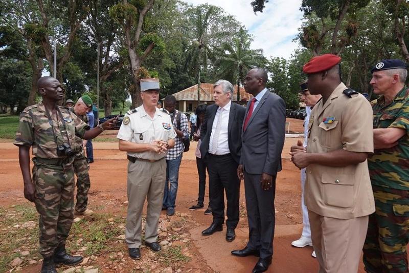 Armées de la République centrafricaine  - Page 3 7662