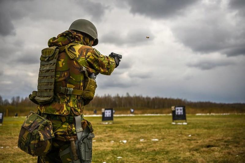 Armée Hollandaise/Armed forces of the Netherlands/Nederlandse krijgsmacht - Page 20 7734