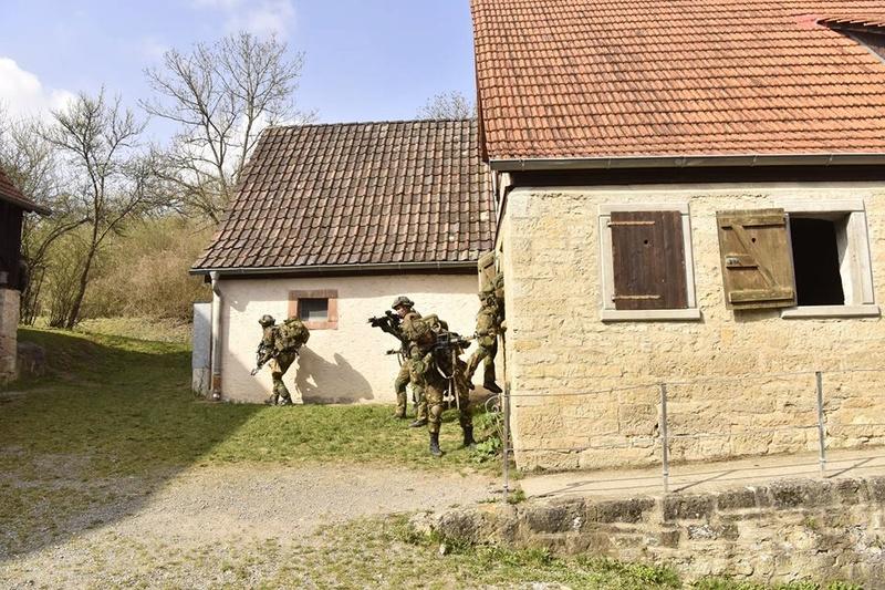 Armée Hollandaise/Armed forces of the Netherlands/Nederlandse krijgsmacht - Page 20 7735