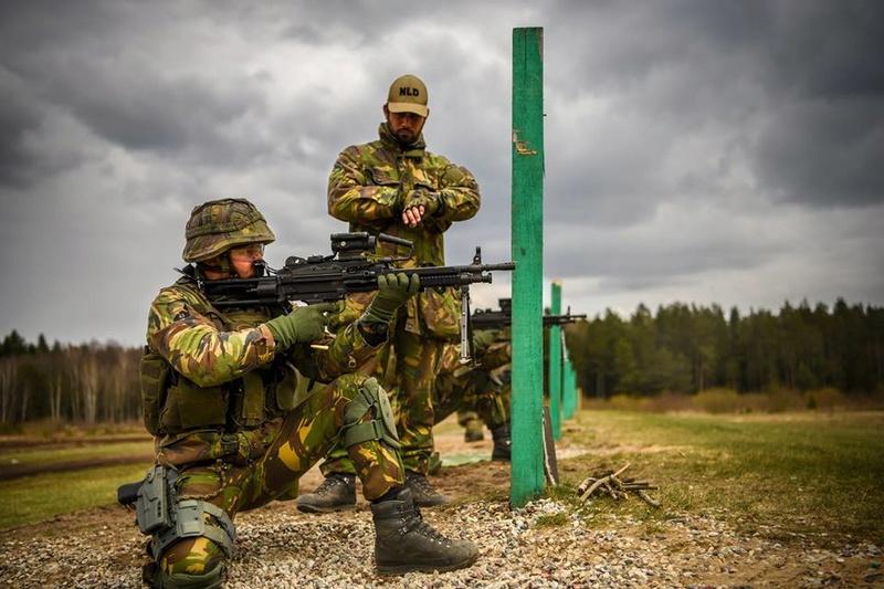 Armée Hollandaise/Armed forces of the Netherlands/Nederlandse krijgsmacht - Page 20 7834
