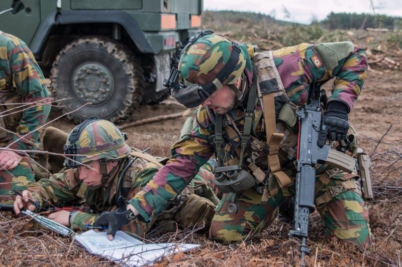 Armée Belge / Defensie van België / Belgian Army  - Page 10 8018