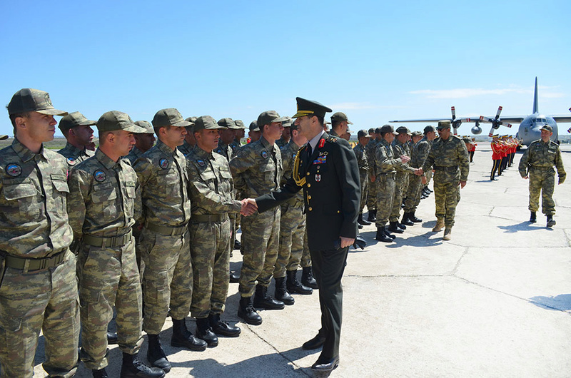 Armée Azeri / Azerbaijani Armed Forces / Azərbaycan Silahlı Qüvvələri - Page 13 8420