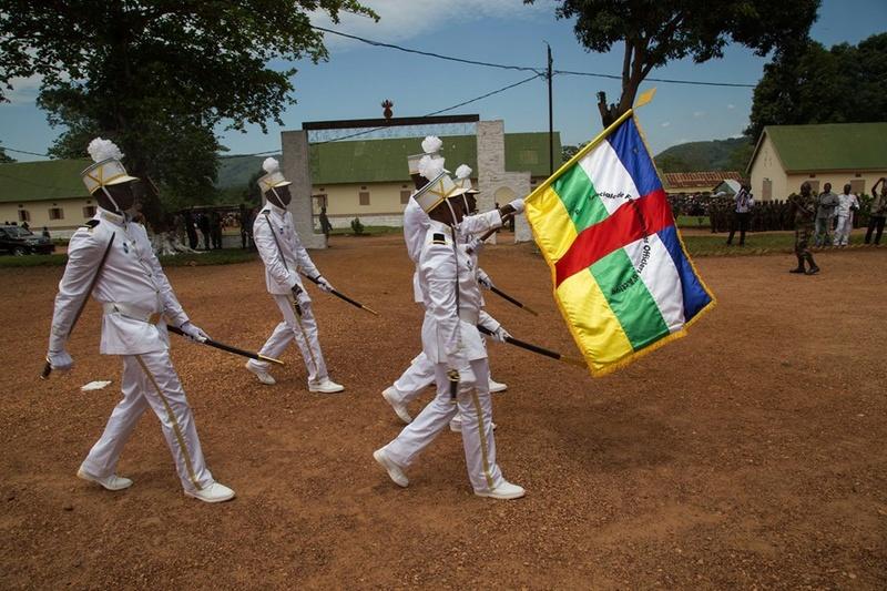 Armées de la République centrafricaine  - Page 3 8542