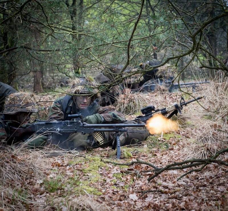 Armée Hollandaise/Armed forces of the Netherlands/Nederlandse krijgsmacht - Page 20 8949
