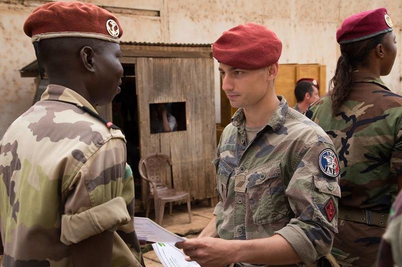Armées de la République centrafricaine  - Page 3 8957