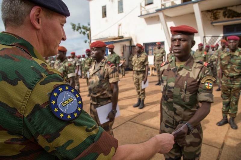Armées de la République centrafricaine  - Page 3 9059