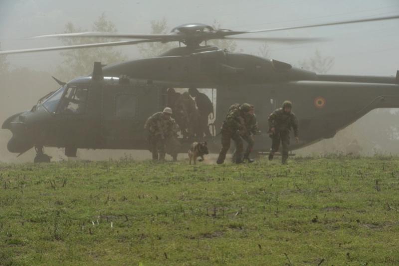 Armée Belge / Defensie van België / Belgian Army  - Page 10 9067