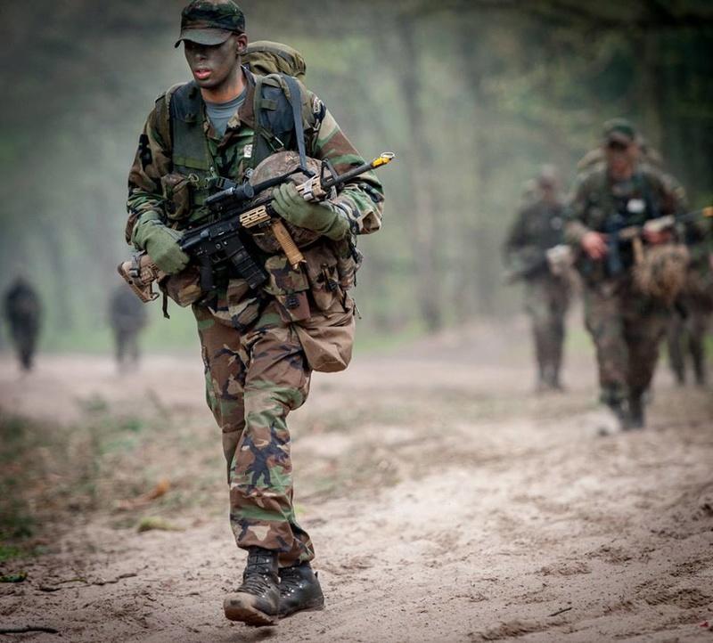 Armée Hollandaise/Armed forces of the Netherlands/Nederlandse krijgsmacht - Page 20 9142