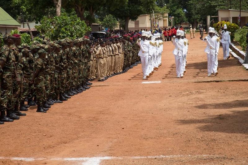 Armées de la République centrafricaine  - Page 3 9218