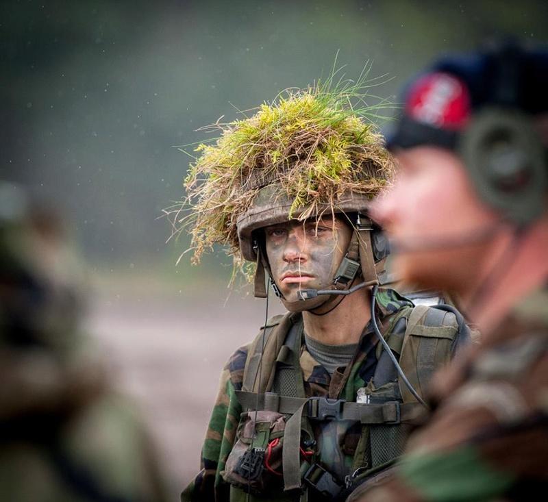 Armée Hollandaise/Armed forces of the Netherlands/Nederlandse krijgsmacht - Page 20 9240