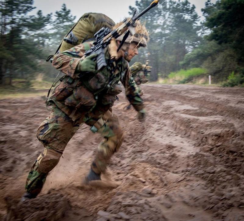 Armée Hollandaise/Armed forces of the Netherlands/Nederlandse krijgsmacht - Page 20 9332