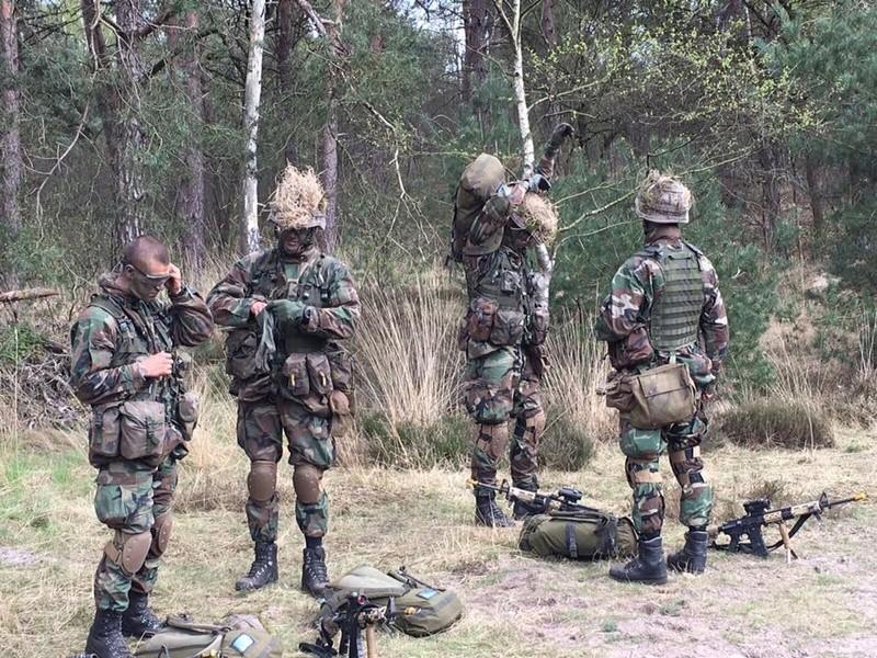 Armée Hollandaise/Armed forces of the Netherlands/Nederlandse krijgsmacht - Page 20 9710