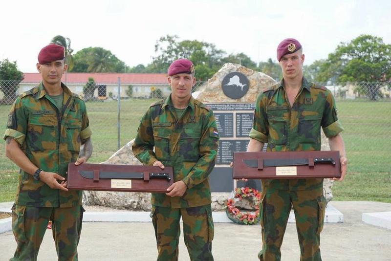 Armée Hollandaise/Armed forces of the Netherlands/Nederlandse krijgsmacht - Page 20 98a54