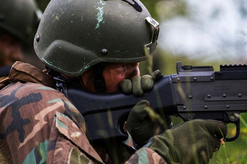 Armée Hollandaise/Armed forces of the Netherlands/Nederlandse krijgsmacht - Page 20 98b38