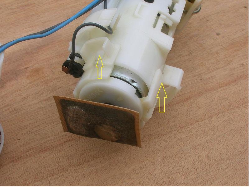 Dépose pompe/jauge essence XTZ 1200 Sortir10