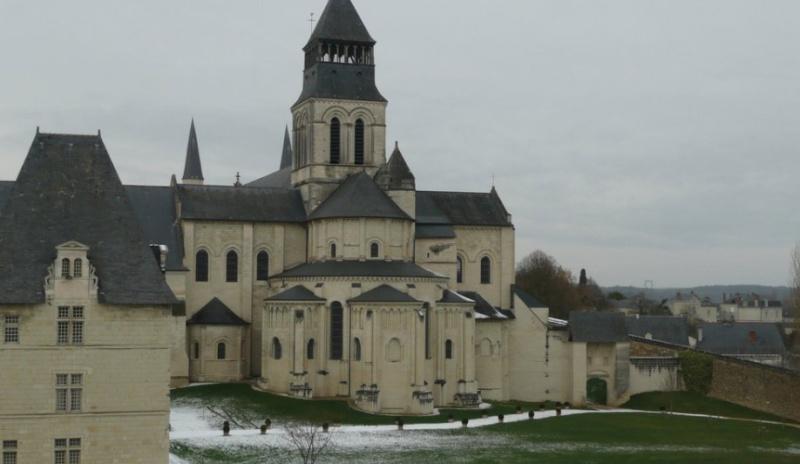 Qui connait cette bien jolie abbaye . Chron227