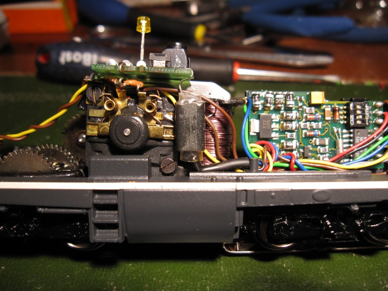 """Module """"gyrophare"""" sur V100 """"SECO DG"""" Märklin 83474 Img_0110"""