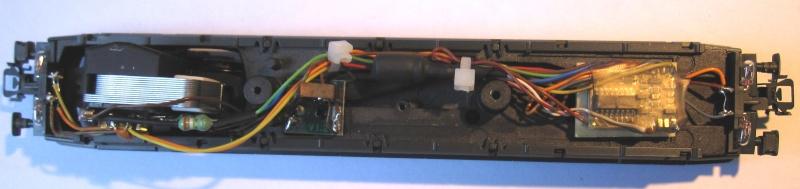 Amélioration du câblage du kit Märklin 60760 sur Re 460 Img_0335
