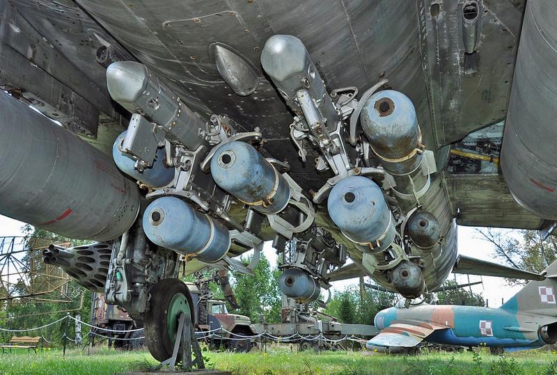 "MiG-27 ""Flogger-D""; Trumpeter 1/48 - Page 3 Mbd-3_10"