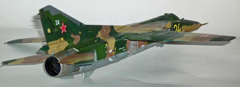 "MiG-27 ""Flogger-D""; Trumpeter 1/48 - Page 4 P1100238"