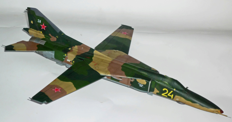 "MiG-27 ""Flogger-D""; Trumpeter 1/48 - Page 4 P1100239"