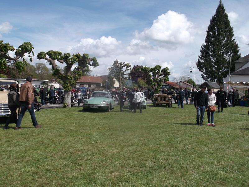 2ème Rassemblement American Legend , voitures et motos anciennes à LORMAYE 28.  Dscf6412