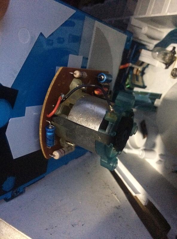 Nettoyage du compte-tours et reglage de hauteur des phares Img_5610