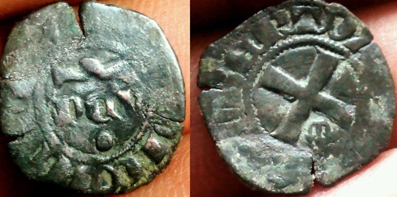 Denier Seigneurie de Mehun-sur-Yèvre pour Robert III (1298-1315) Triden10