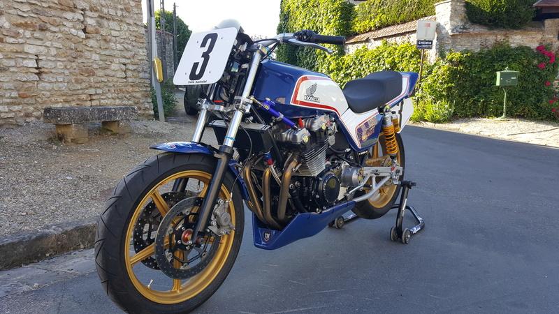 future cb 1100 f superbike   - Page 3 003_510