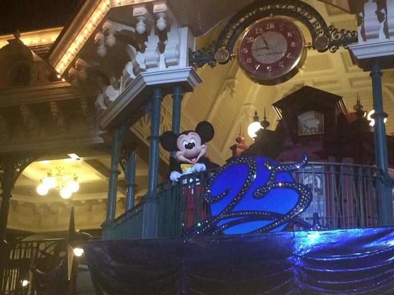 Retour de Mickey pour la fermeture du Parc Disneyland: Mickey's Goodnight Kiss  (à partir du 26 mars 2017) - Page 3 Fb_img10