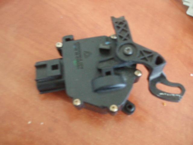 cherche moteur centralisation S4 P1017226