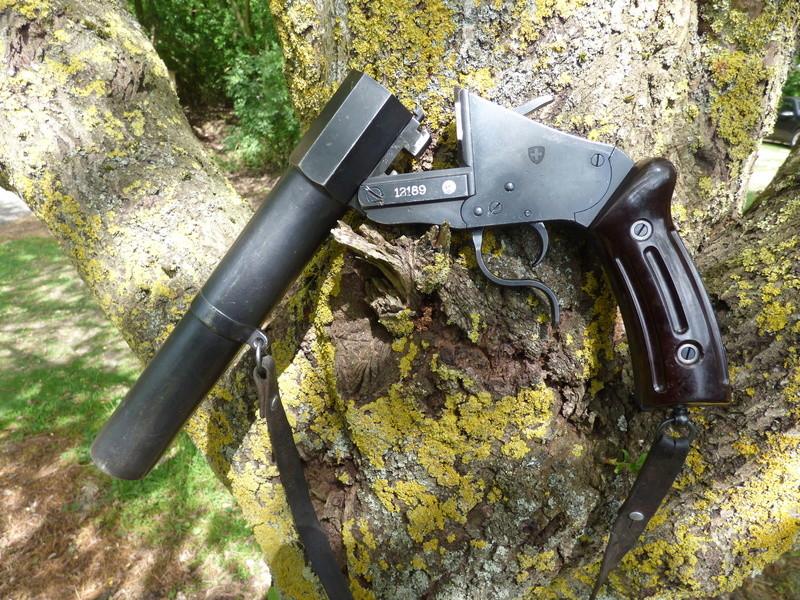 recherche infos sur pistolet lance fusee suisse P1010203