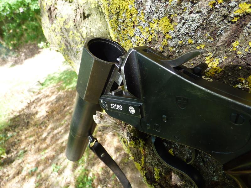 recherche infos sur pistolet lance fusee suisse P1010204