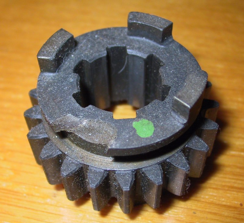 Colle technique piece en métal dans le récupérateur d'huile moteur et boite Image810