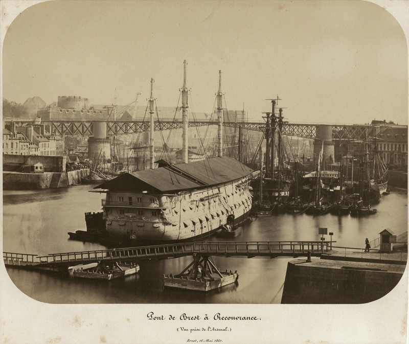 Identification de navires - Page 29 1861_510