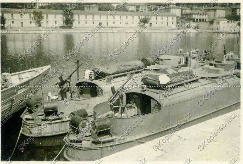 Identification de navires - Page 29 1944_v10
