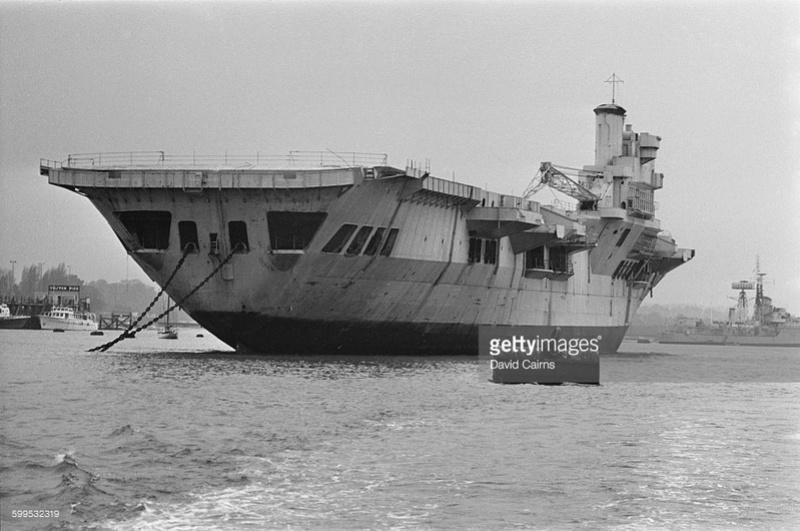 COLOSSUS - Porte-avions classe COLOSSUS britannique. - Page 2 Leviat11