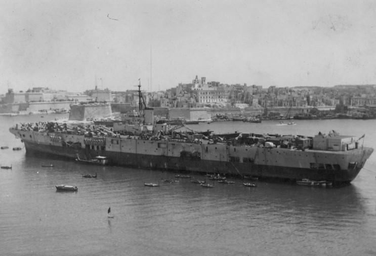 Porte-avions classe COLOSSUS britannique. Perseu10