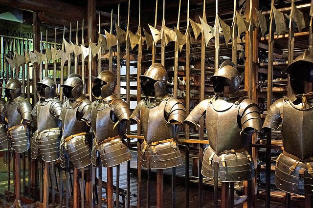 La salle des tapisseries...et des armures. It-was10