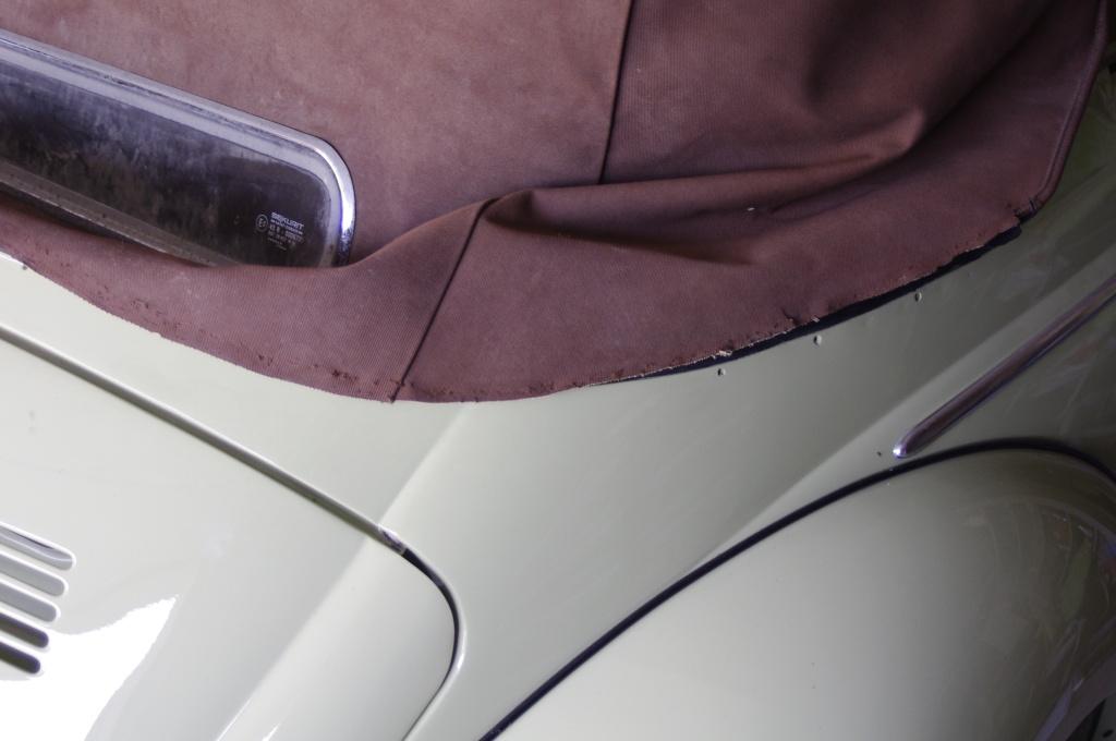 Bordure en alpaga marron et couturier(ère)/sellier(ère) Capable de me réparer çà ;) _igp6310
