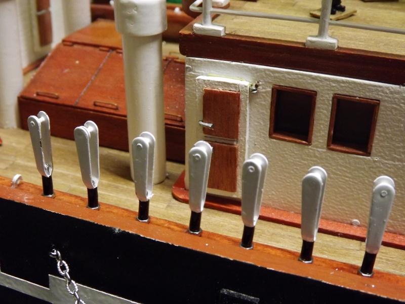 chantier naval de poisy(haute savoie):construction du belem au 1/37e - Page 5 Dscf1231