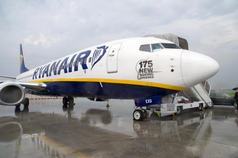 Boeing 737-800 - Pagina 4 Ryr-7310