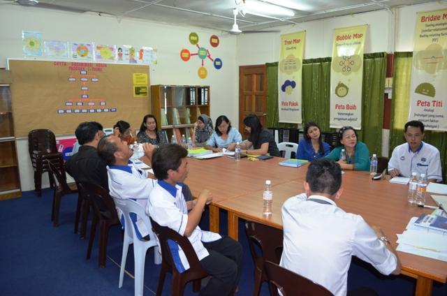 Taklimat dan Lawatan PPD Bau ke sekolah Dsc_0315