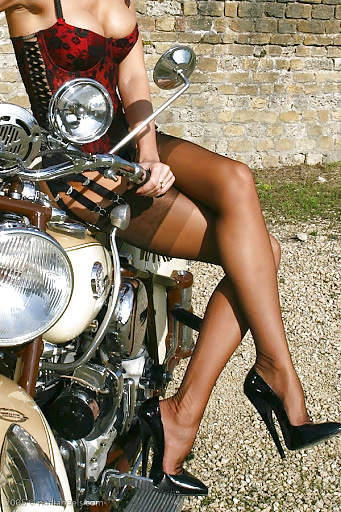 BIKES and GIRLS (sujet unique) - Page 17 Tumbl971
